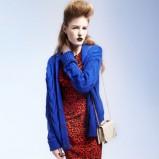 niebieski sweter Topshop - trendy na jesień-zimę