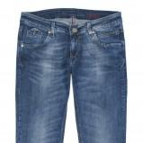 niebieskie dżinsy Cross Jeanswear Co. - trendy zimowe