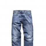 niebieskie dżinsy Levis - trendy na jesień