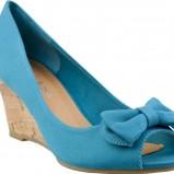 niebieskie sandały CCC z kokardą na koturnie - trendy na wiosnę