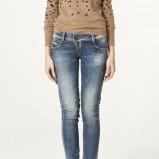 niebieskie spodnie ZARA dżinsowe - z kolekcji wiosna-lato 2011