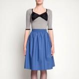 niepowtarzalna sukienka Simple w kolorze błękitno - szarym z kokardą  - moda damska 2012/13