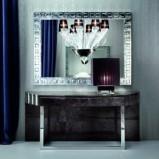 Nowoczesne lustro z masywną błyszczącą ramą - inspiracje do salonu