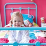 Nowoczesne metalowe łóżko w kolorze niebieskim -pomysły dla dzieci