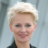 Odeta Moro-Figurska - krótkie blond włosy