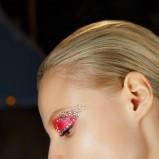 odważny różowy makijaż - pokaz mody Christian Dior