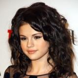oko podkreślone eyelinerem - Selena Gomez