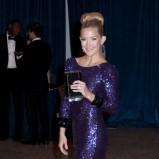 olśniewająca sukienka wieczorowa w kolorze chabrowym - Kate Hudson - styl gwiazd
