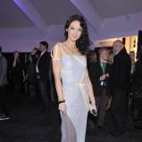 oryginalna sukienka w kolorze srebrnym - Andżelika Piechowiak