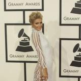 Paris Hilton w bogato zdobionej kreacji