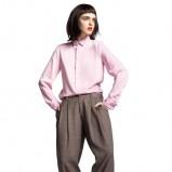 Pastelowa koszula i szare obszerne spodnie na jesień i zimę 2012/13