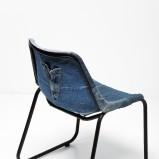 Piękne krzesło w kolorze granatowego jeansu - aranżacje mieszkania na 2013