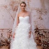 Pierzasta suknia ślubna z bustierem