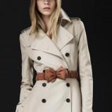 płaszcz z paskiem Burberry w kolorze beżowym - kolekcja damska jesień-zima 2012/2013