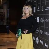 plisowana spódnica w kolorze musztardowym - Karolina Szostak