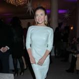 połyskliwa sukienka w kolorze białym - Edyta Herbuś
