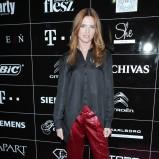 połyskliwe spodnie w kolorze bordowym - Katarzyna Burzyńska