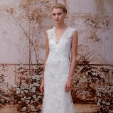 Prosta suknia ślubna z dekoltem V