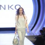prześwitująca bluzeczka Pinko w kolorze białym - lato 2013