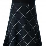 rozkloszowana spódnica Grey Wolf w kratkę w kolorze czarnym - moda na jesień i zimą