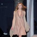 rozkloszowana sukienka Paprocki & Brzozowski w kolorze brązowym - pokaz kolekcji