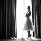 Rozkloszowana sukienka za kolana