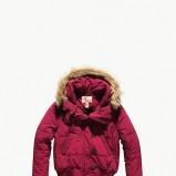 różowa kurtka Levis z futerkiem - sezon jesienno-zimowy