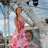 różowa suknia Milita Nikonorov we wzory - jesień/zima