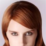 rude półdługie falowane włosy