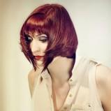 Rude włosy z grzywką