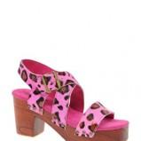 sandałki Asos w panterkę w kolorze różowym - trendy na wiosnę