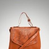 skórzana listonoszka Stradivarius w kolorze brązowym - modne torebki na jesień i zimę