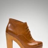 skórzane botki Stradivarius w kolorze brązowym na grubej platformie  - obuwie damskie na jesień-zimę 2012/2013
