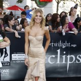 śliczna sukienka wieczorowa w kolorze ecru - AnnaLynne McCord