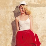 Soczysto czerwona spódnica Bershka - lato 2012