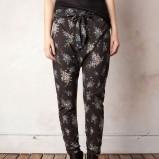 spodnie Pull and Bear w kwiaty - jesień/zima 2011/2012
