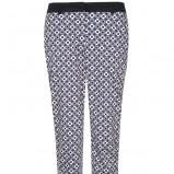 spodnie Top Secret we wzory w kolorze niebieskim - trendy na wiosnę