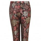 spodnie Topshop w kwiaty w kolorze bordowym - propozycja na wieczorne wyjście