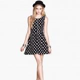 sukienka H&M w groszki w kolorze czarnym - moda 2013/14