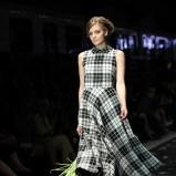sukienka Simple w kratkę - trendy na jesień