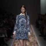 sukienka Valentino we wzorki - trendy na jesień i zimę 2013/14