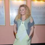 sukienka w kolorze seledynowo - szarym - Magda Gessler