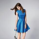 Sukienka w niebieskim odcieniu