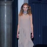 sukienka wieczorowa Paprocki & Brzozowski w kolorze beżowym - pokaz mody