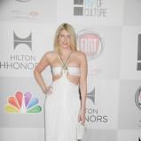 sukienka wieczorowa w kolorze białym - Meredith Ostrom
