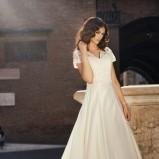suknia ślubna Annais Bridal z koronką z krótkam rękawem