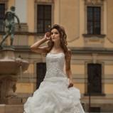 suknia ślubna Annais Bridal z ozdobami koronkowa
