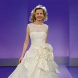 suknia ślubna Cymbeline z kwiatem dwuwarstwowa