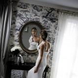 suknia ślubna Cymbeline z kwiatem na jedno ramię