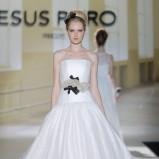 suknia ślubna Jesus Peiro z czarnymi wstawkami